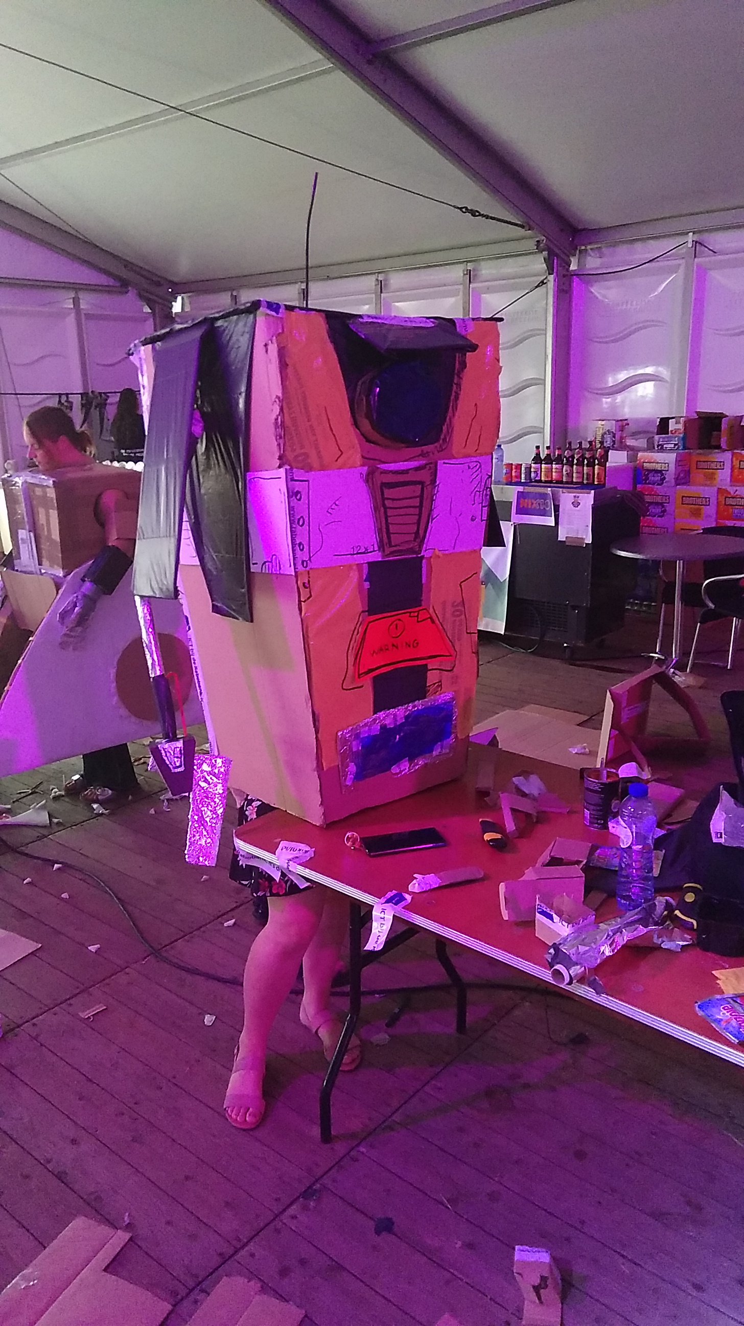 Claptrap op de Low-tech cosplay.