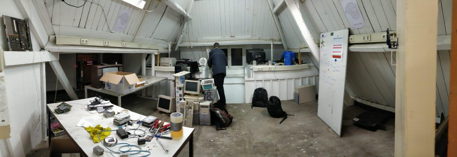 Opruimen en inpakken in de computerruimte