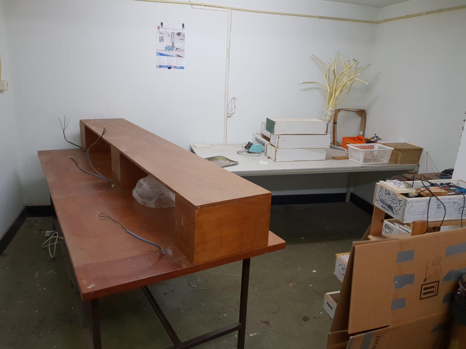 Opruimen en inpakken in de eerste soldeerruimte