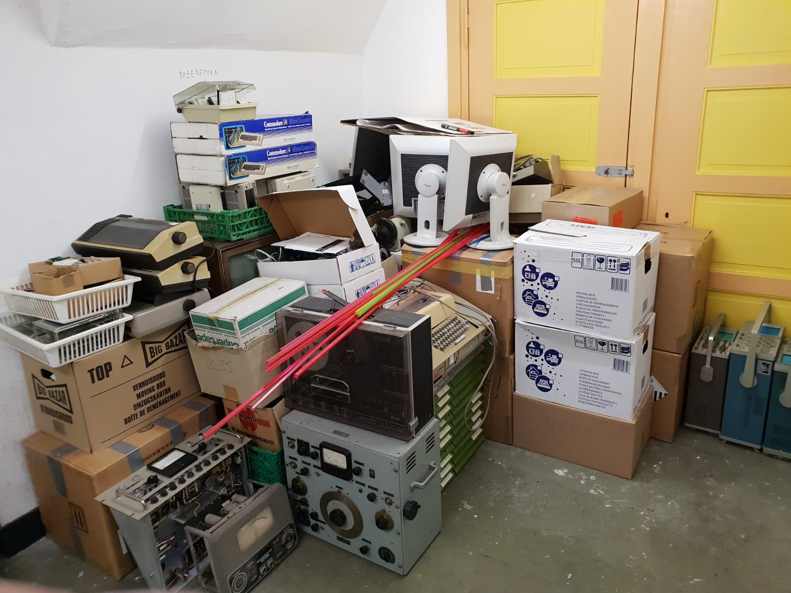 Opslag spullen die mee moeten verhuizen