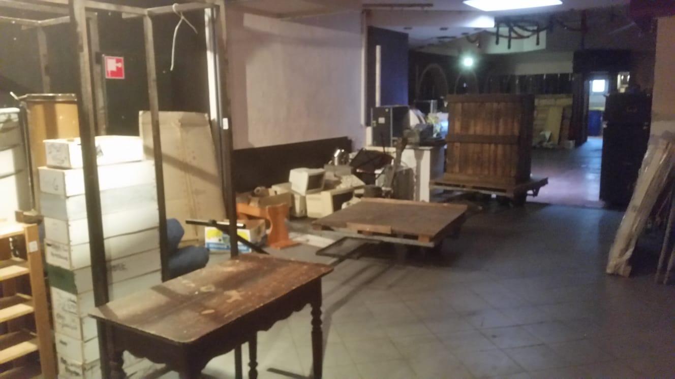 Spullen in de Erkerzaal, klaar voor transport